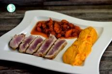 Thunfischsteak mit Süßkartoffelpüree und Erdbeer-Mango Chutney